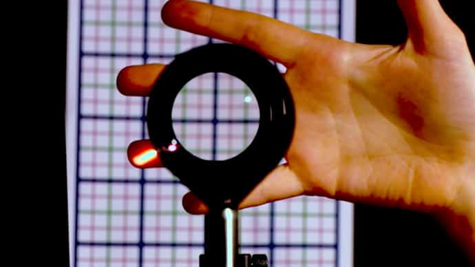 3D 'invisibility cloak' unveiled by NY scientists (VIDEO)