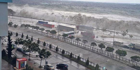 Turkey: Tsunami-Like Storm Surge in Giresun [Southern Black Sea Coast]