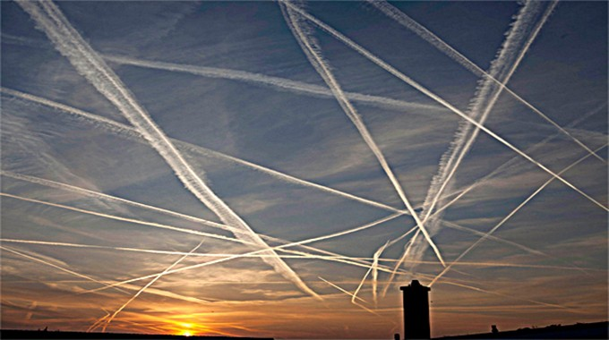 Max Bliss talks about Chemtrails AKA GeoEngineering
