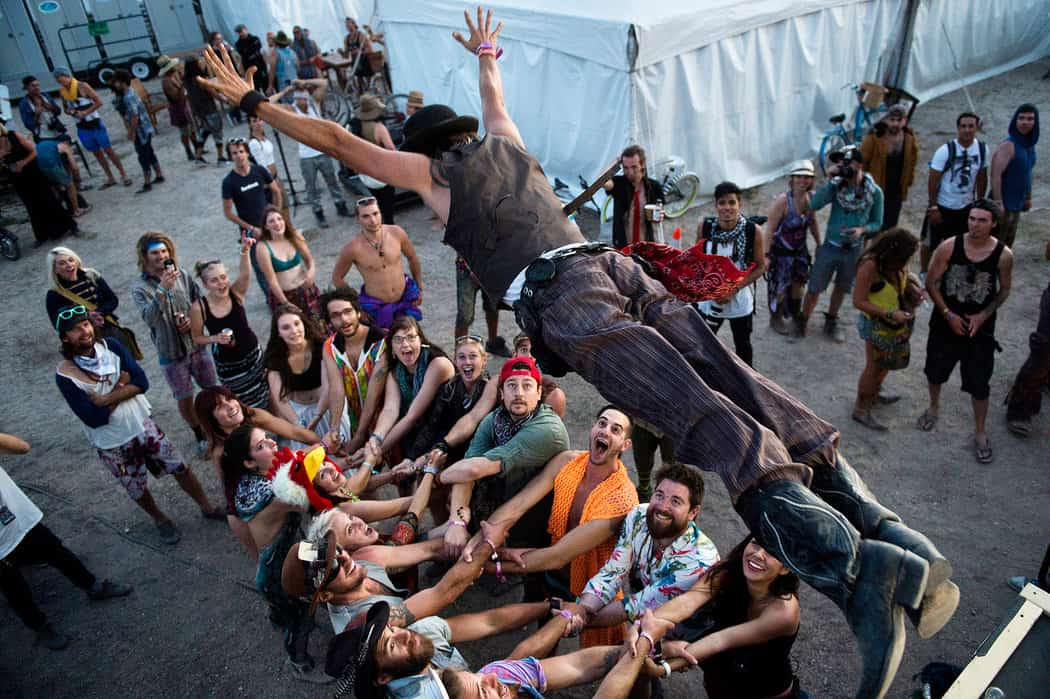 TRANCE-Formational Festivals and the Myth of One-ness