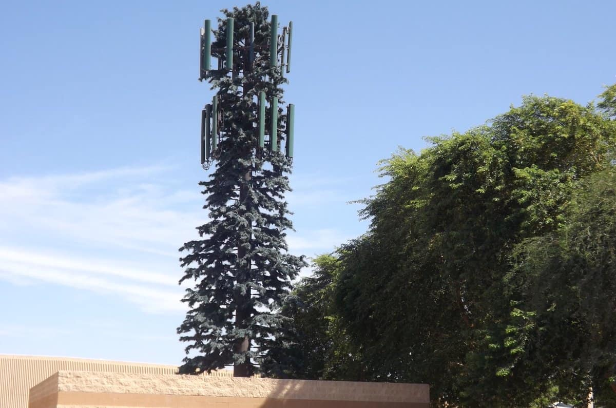 "These ""Cell Phone Towers"" Keep Popping Up EVERYWHERE 